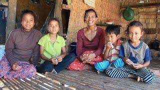 preview picture of video 'Kinderhilfe in Kambodscha: Srey, Primarschülerin in Kampong Chhnang'