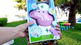 """Алиса скучает и хочет играть или Сhild pretends to play with a set of """" Dr. pig"""""""