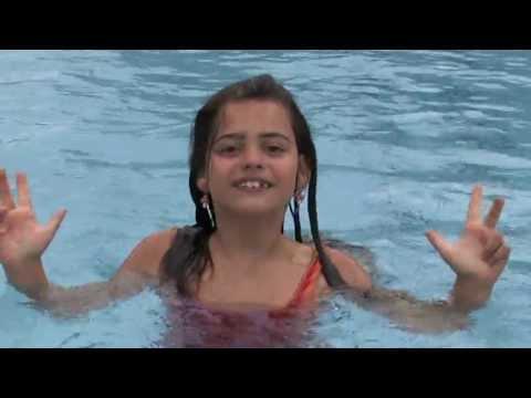 Pünktlich zum Beginn der Schulferien in vielen Bundesländern präsentierte Sissi im Sommer 2013 ihr neues Musikvideo. Mit Wir haben Ferien wünscht sie allen eine erholsame Urlaubszeit. Gemeinsam mit ihren Mitschülern freut sich Sissi auf die Sommerferien.