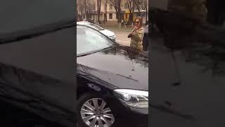 Девушка разбивает дорогую машину своего парня Уличные драки