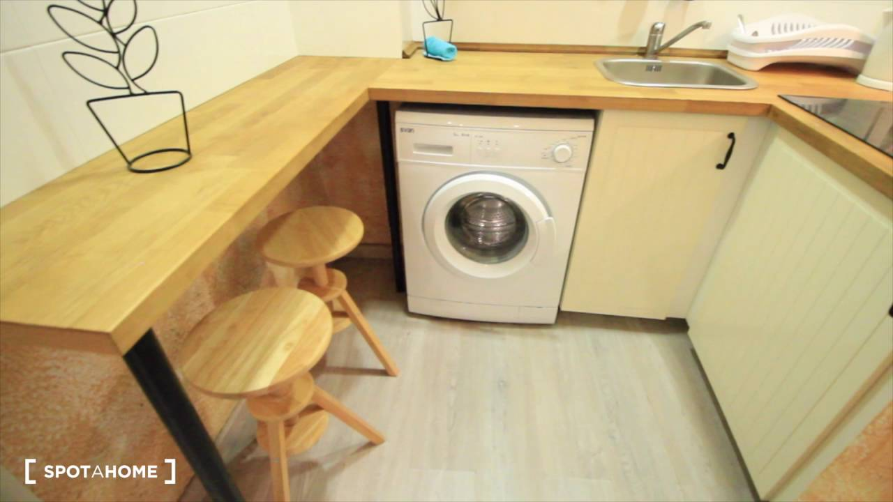 Spacious and modern studio with AC in El Raval, close to Barcelona port