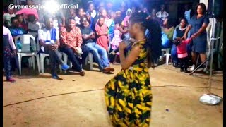 VANESSA JONES WOWS CROWD IN FRIDAY HANGOUT WITH THE YOUTH @FORESQUARE CHURCH LAGOS