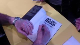 Charlie Adlard en dédicace au festival d\'Angoulême 2015 - Autres - WALKING DEAD