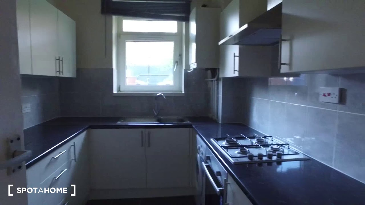 Sunny 3-bedroom apartment for rent in Bethnal Green, near Victoria Park