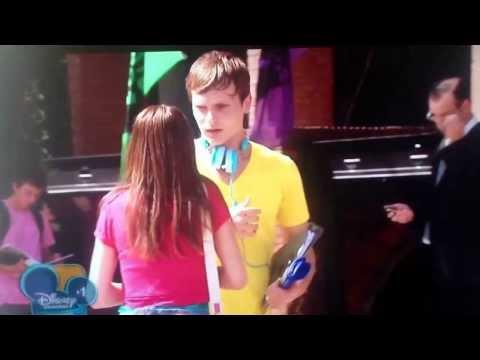 Violetta: First time Vilu, Broco, Fran & Cami meet. Episode 6