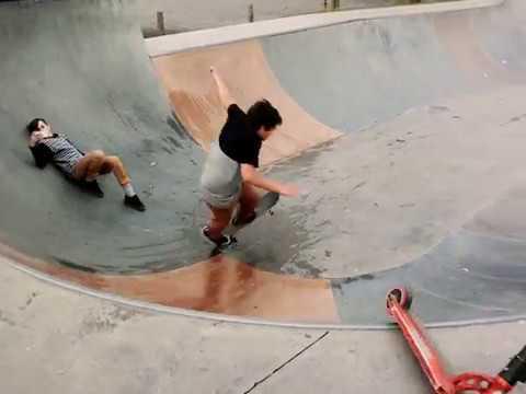 TJ eats sh*t at skatepark