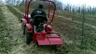 Tomo Vinković freza u vočnjaku i to po velikom bregu