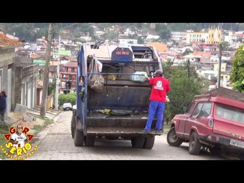 Caminhão descaracterizado presta serviço de coleta para Prefeitura de Juquitiba