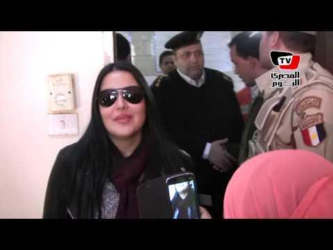 سمية الخشاب مع والدتها في الاستفتاء: نعم للدستور و«السيسي»