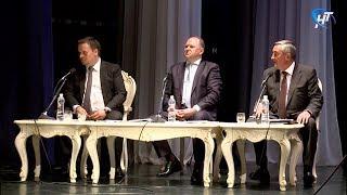 Новгородцы задали свои вопросы полпреду президента Николаю Цуканову
