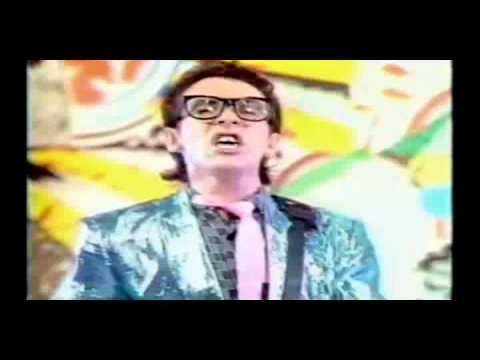Elvis Costello - Oliver's Army (w/lyrics)