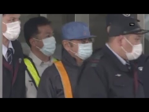 The mystery of Carlos Ghosn's strange attire when he was released from Japanese detention has been solved. (March 8)