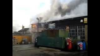 preview picture of video '*ORIGINAL* OH POO WORKS ON FIRE!!  15/01/2013 PADDOCK WOOD AUTOS BURNING'