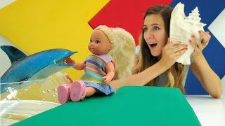 Barbie juguetes en el oceanario. Vídeos de muñecas para niñas.