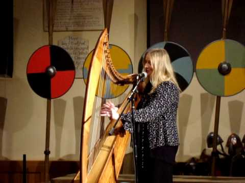 Sarah Dean performing 'Happy Dog'