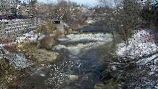 preview picture of video 'Grand River - Fergus in Winter.wmv'