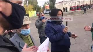 В Николаеве перед встречей с Медведчуком женщина напала на монопикетчика с плакатом