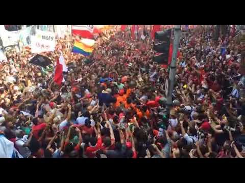 Lula não é mais um ser Humano , Lula é Uma Ideia.......... Lula sai nos braços do povo!