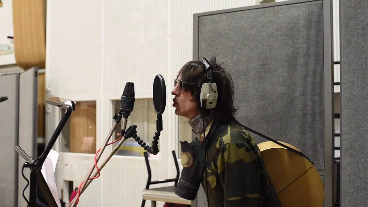 """Richard Ashcroft lanza su versión de """"Bring On The Lucie"""", de John Lennon"""