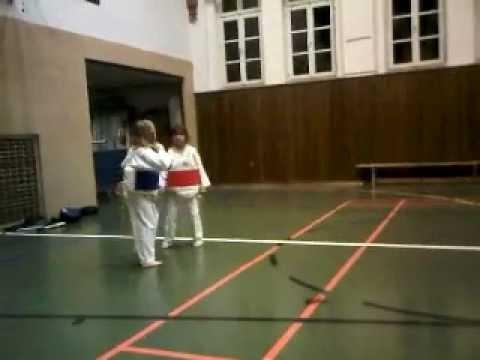 Livia im Taekwondo Do mit Weste