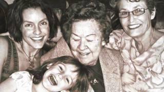Lisa Cerasoli - Souvenir de sa grand-mère Nora Josephine Cerasoli 2010