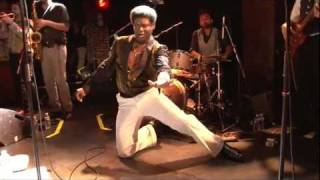 Charles Bradley - This love ain't big enough - live in Paris 07.2011