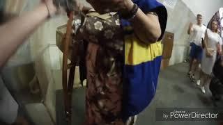Нищая пыталась съесть котёнка в метро Киева