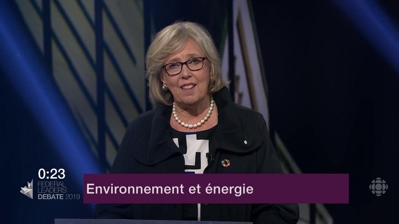 Elizabeth May répond à une question d'un citoyen sur le changement climatique