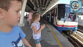Поездка на небесном поезде, машинки игрушки, кормим рыб. МанкиТайм в Таиланде