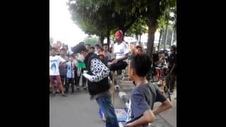 Download Video Ajaib orang melayang MP3 3GP MP4