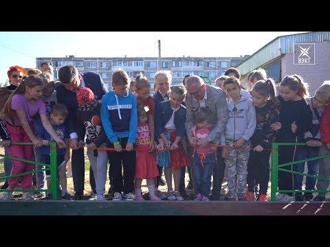 Открыли новую детскую площадку в мкрн. Лопатинский. Жители отпраздновали событие на Дне двора