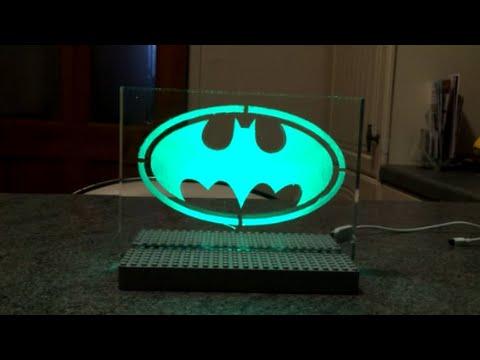 Beleuchtetes Emblen - Superheldensymbol aus LEDs