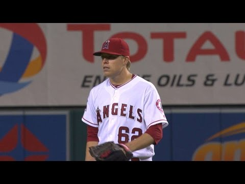 9/30/16: Angels' bats lead Wright to first MLB win