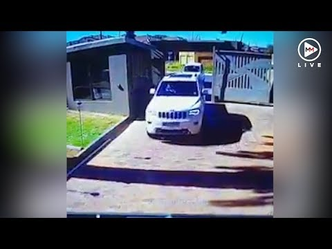 Woman rams her Jeep into armed hijackers