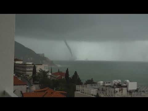 Waterspout appears near Dubrovnik during storm