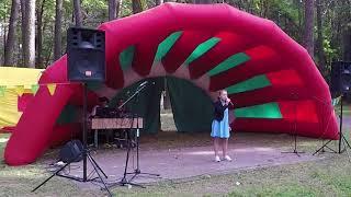 Ева Калтыгина с песней «Кукушка» на празднике города в парке Челюскинцев