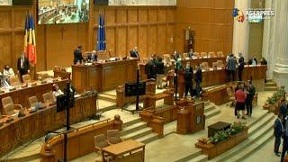 Parlament - învestitură Guvern/ Cabinetul Cioloş a fost respins de plenul reunit