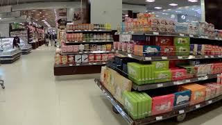 WIRUS dzien 3, galeria opustoszala, paru klientow kupuje zywnosc.- relacja  bezposrednio z Chin