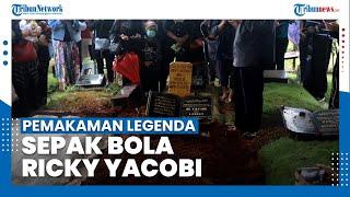Detik-detik Prosesi Pemakaman Jenazah Legenda Sepak Bola Indonesia Ricky Yacobi