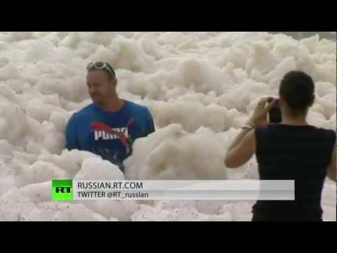 Двухметровая пена затопило Австралию океанической пеной (2 видео)