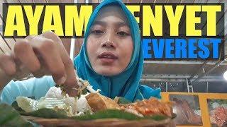Kuliner Ayam Penyet Everest, Pedasnya Sampai ke Puncak!