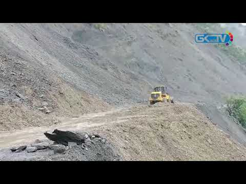 Landslides block Srinagar-Jammu National Highway