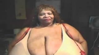 Veja mulher que tem os maiores seios naturais do mundo