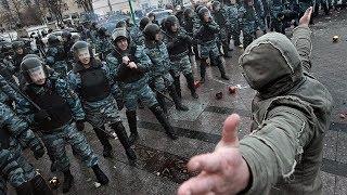 Уличный боец против 8 бойцов ОМОНа / Street fighter VS 8 fighters russian SWAT