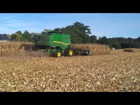 Chantier de récolte de maïs grain avec moissonneuse-batteuse JOHN DEERE S670 4x4 et cueilleur GERINGHOFF 10 rangs repliable