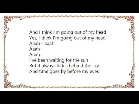 Leo Sayer - Innocent Bystander Lyrics