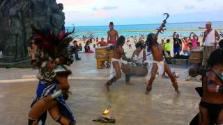 preview picture of video 'Danza del Fuego Maya en Playa del Carmen'