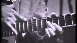 Vittorio Camardese (walking) tapping bass 1965