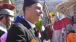 preview picture of video 'Un «parroco» con un libro di suor Germana al Carneval Vecc di Grosio'