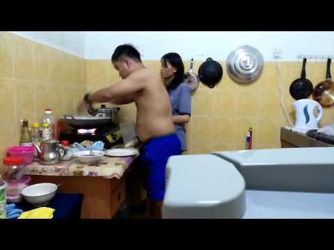 Video daripada makan di restoran baik masak sendiri